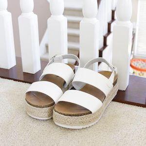 ad5e26db084 kazoo white sling back flatform sandal NWT